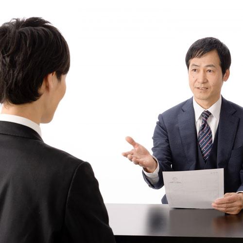 転職の面接中の男性