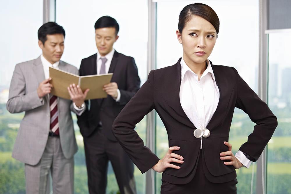 職場に嫌いな上司がいる女性