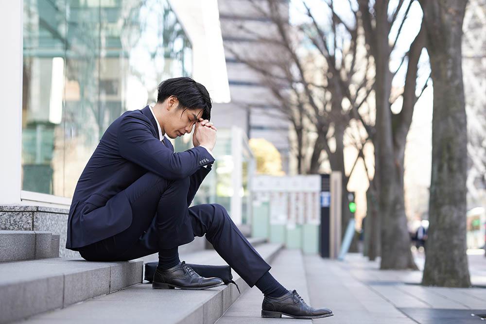 仕事が嫌で転職を考えている男性